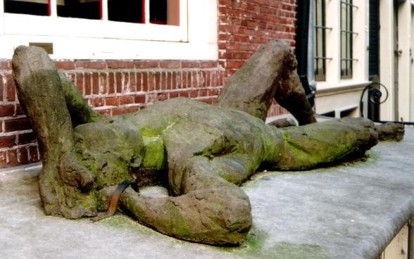 Statue (Neths)