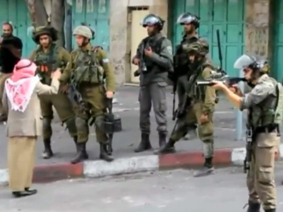 Palestinian Man Hectors Israeli Soldiers 2015